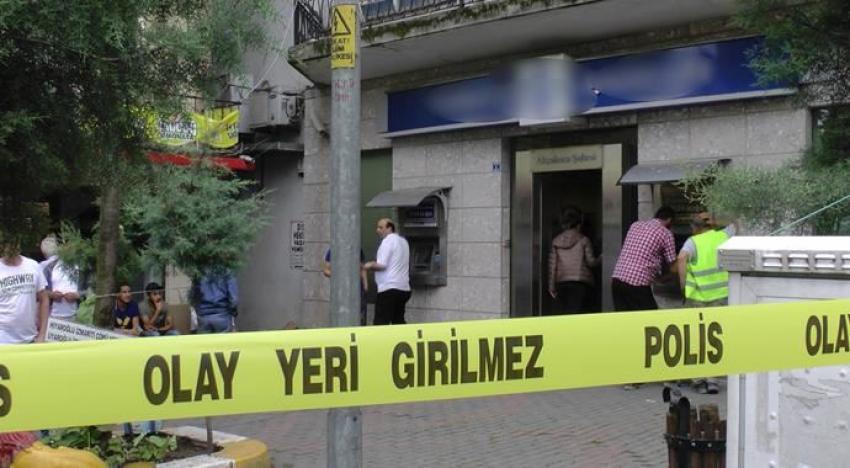 Banka müdürü odasında ölü bulundu