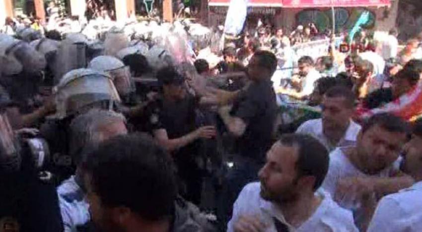 Taksim'de izinsiz yürüyüşe polis müdahalesi!