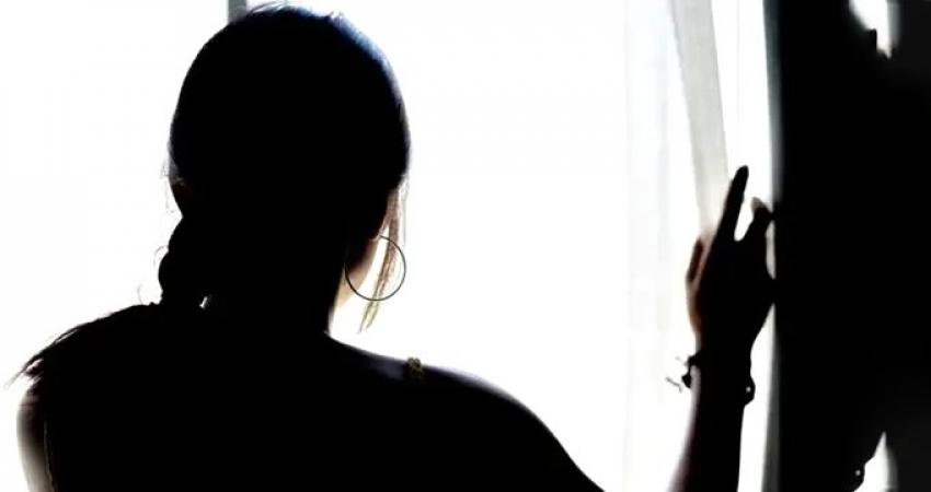 17 yaşındaki kızı ilk önce taciz ettiler...