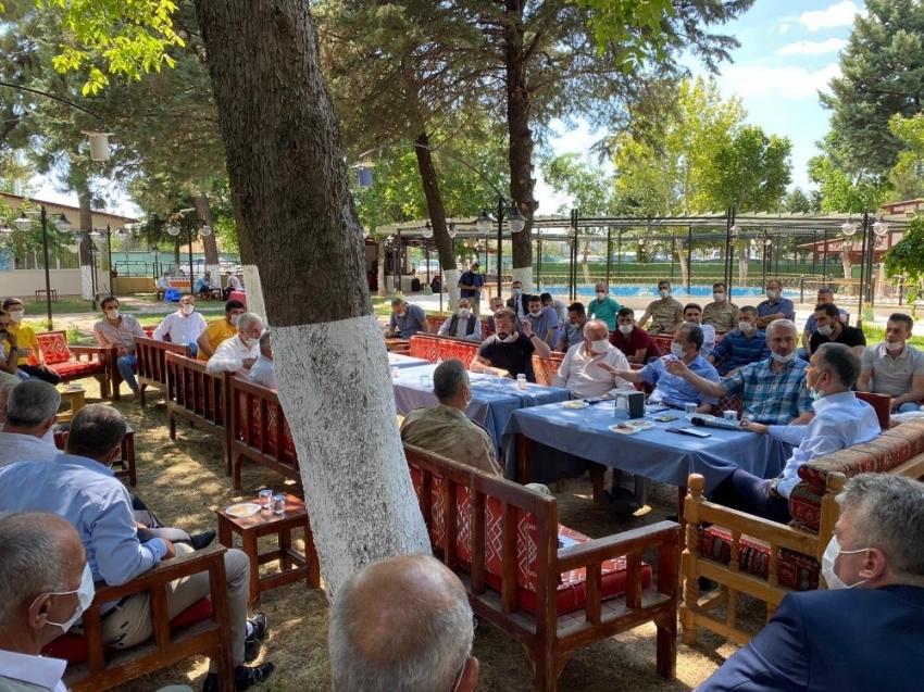 Vali Mahmut Çuhadar, tütün üreticilerinin sorunlarını dinledi
