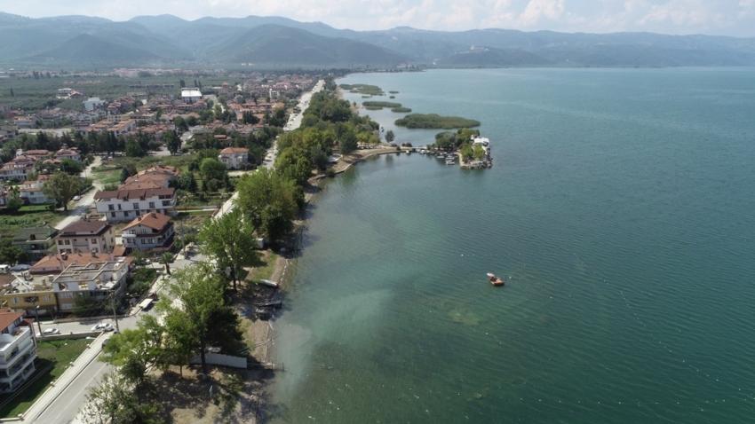 Göl dibindeki tarih havadan ve su altından görüntülendi