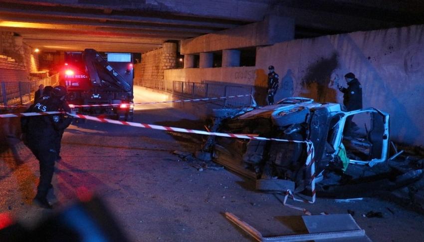 Bolu'da, köprüden uçan otomobil hurdaya döndü: 2 ölü