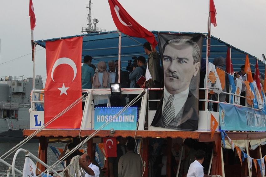 Başbakan Yıldırım gençlerle tekne turuna çıktı