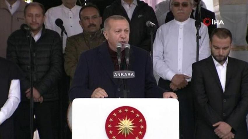 """Cumhurbaşkanı Erdoğan: """"Camilerin süsü cemaattir"""""""