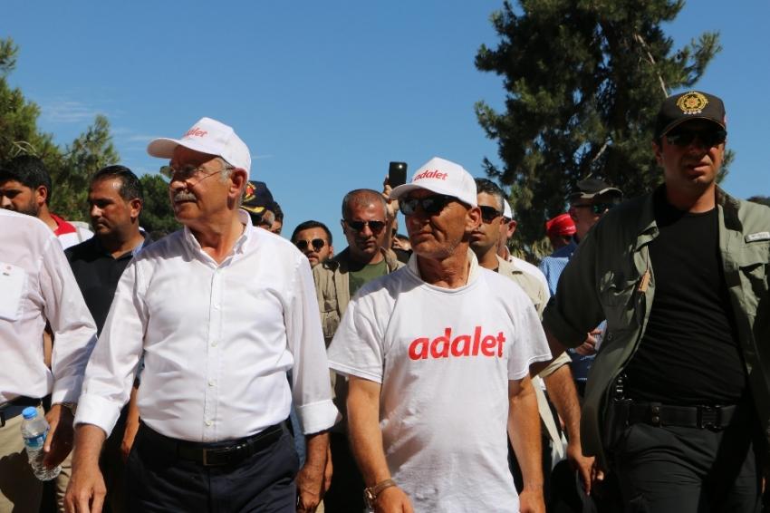 """Kılıçdaroğlu """"Adalet Yürüyüşü Sergisi""""nde"""