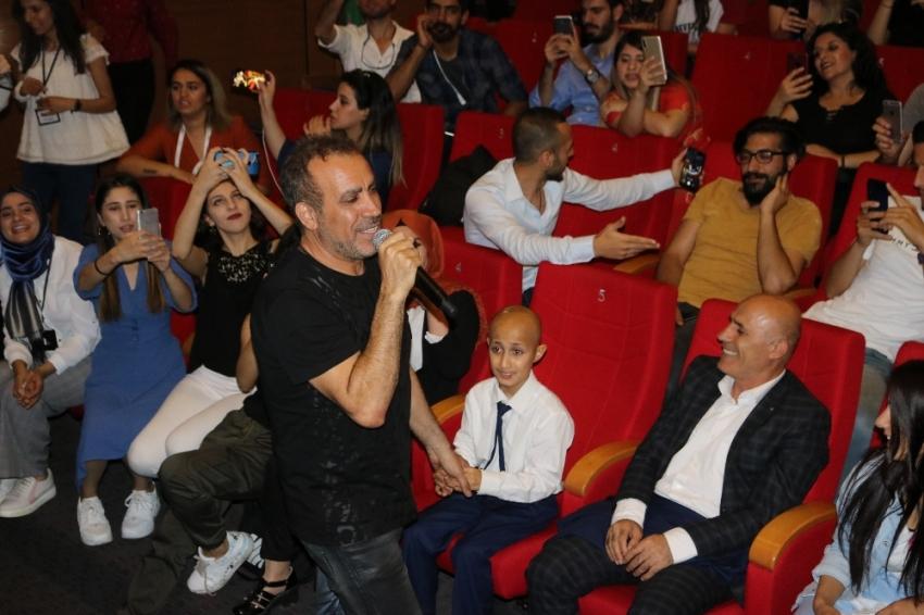 Haluk Levent lösemi hastası Bünyamin ile düet yaptı