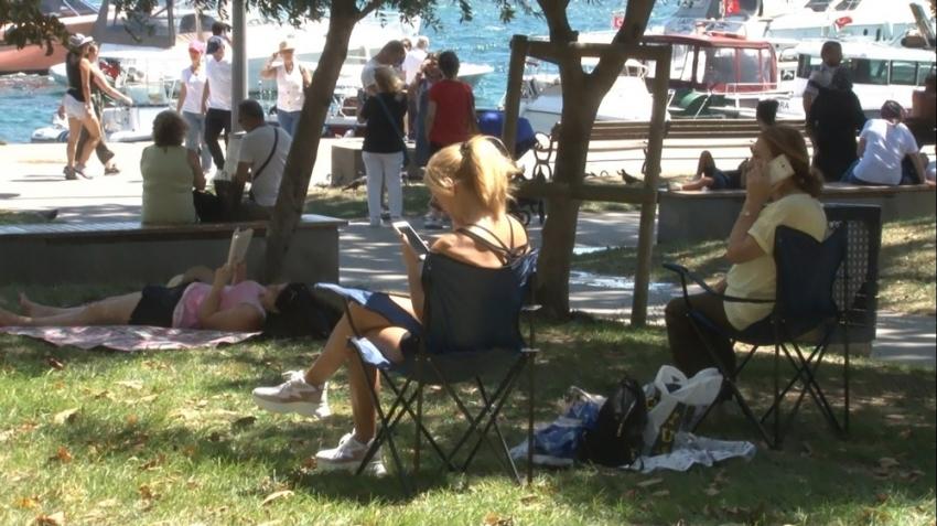 Bayramı İstanbul'da geçiren vatandaşlar parklara ve sahillere koştu