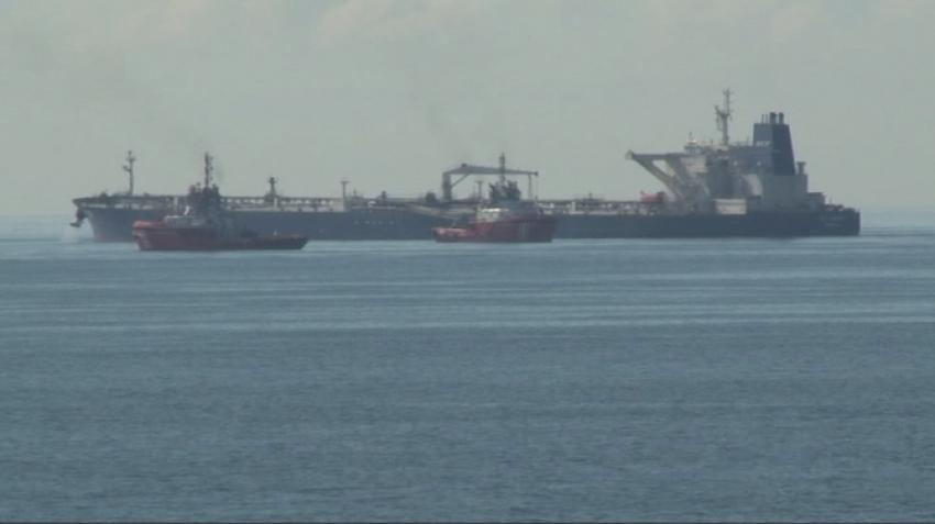 Karaya oturan petrol yüklü tanker kurtarıldı