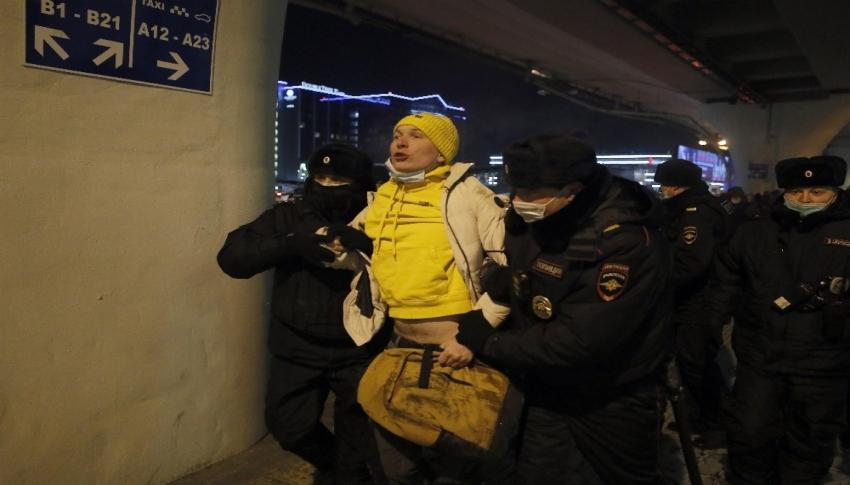 Rusya'da muhalifler gözaltına alındı