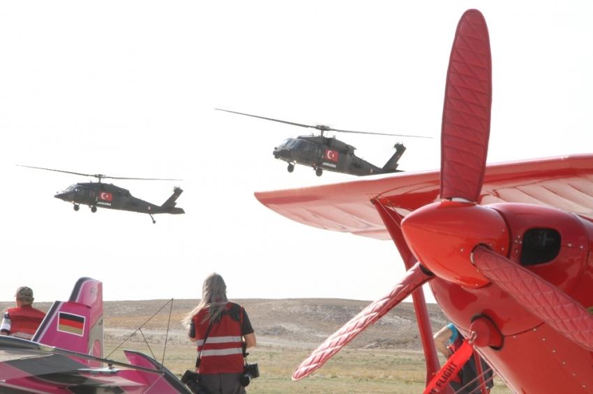 Çelik Kanatlar Helikopter Akrobasi Ekibi Sivrihisar semalarında