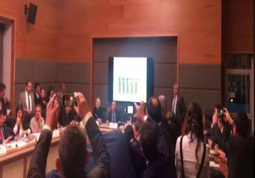 Komisyonda slayt ve konuşma süreleri tartışması