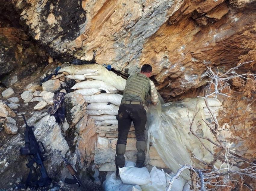 Tunceli'de 2 sığınak imha edildi
