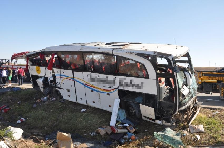 Kazadan 2 saat önce otobüsün lastiği patlamış