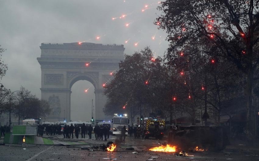 """""""Polis, ağır şiddetle hedef alınıyor"""""""