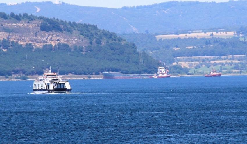 Karaya oturan gemide kurtarma çalışmaları başladı
