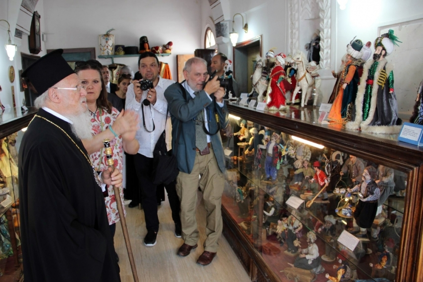 Bartholomeos bebek müzesini ziyaret etti