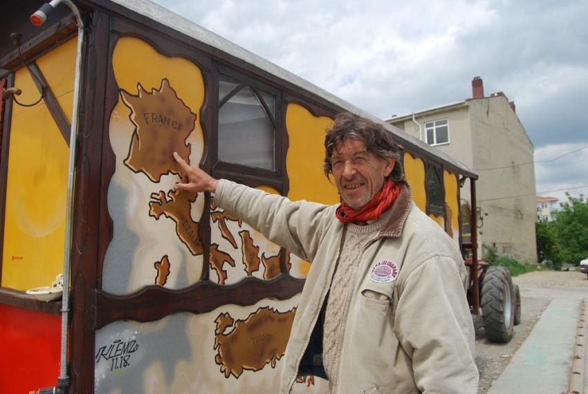 Fransız turist traktörüyle dünya turuna çıktı