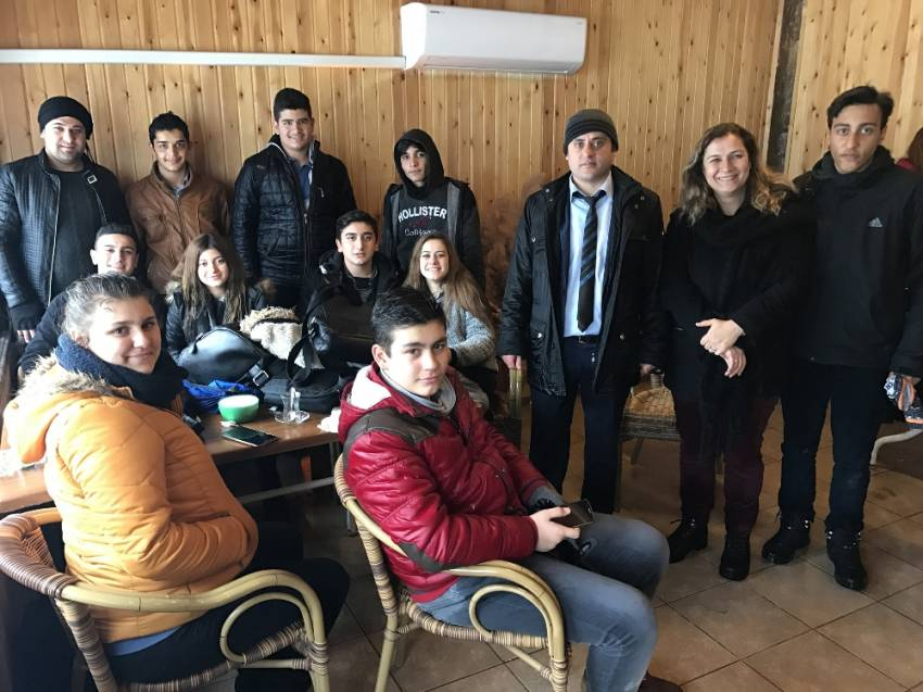 İzmir'de 30 öğrenci yolda mahsur kaldı