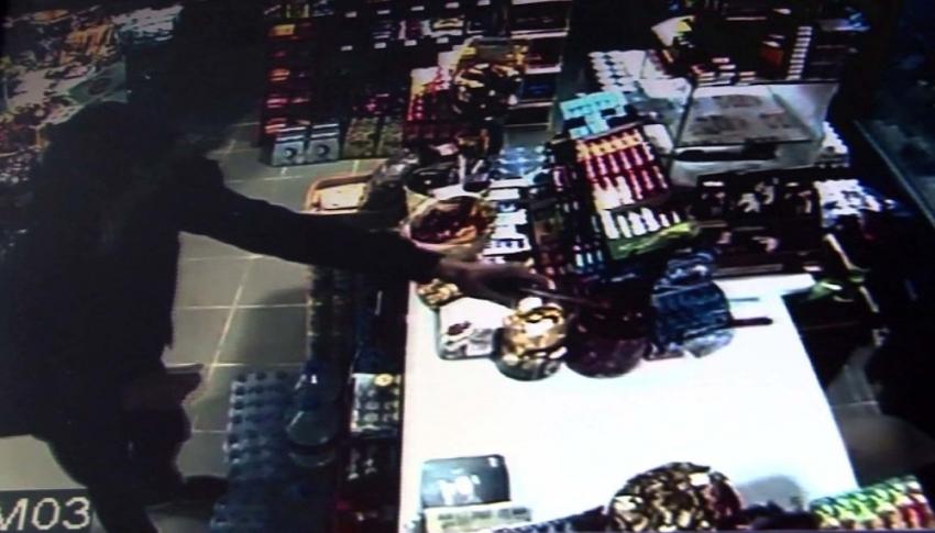 Silahlı gaspçı market sahibine kabusu yaşattı