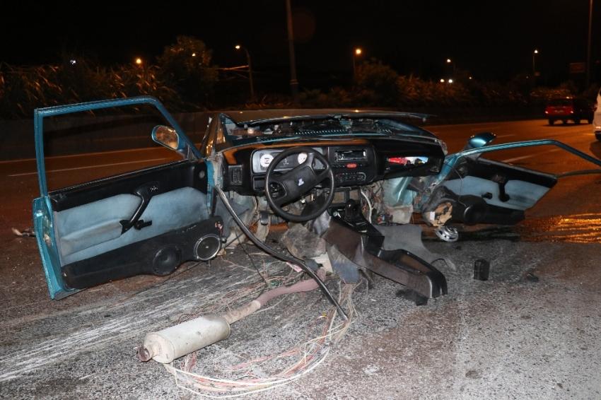 Araç ikiye bölündü: 3 yaralı