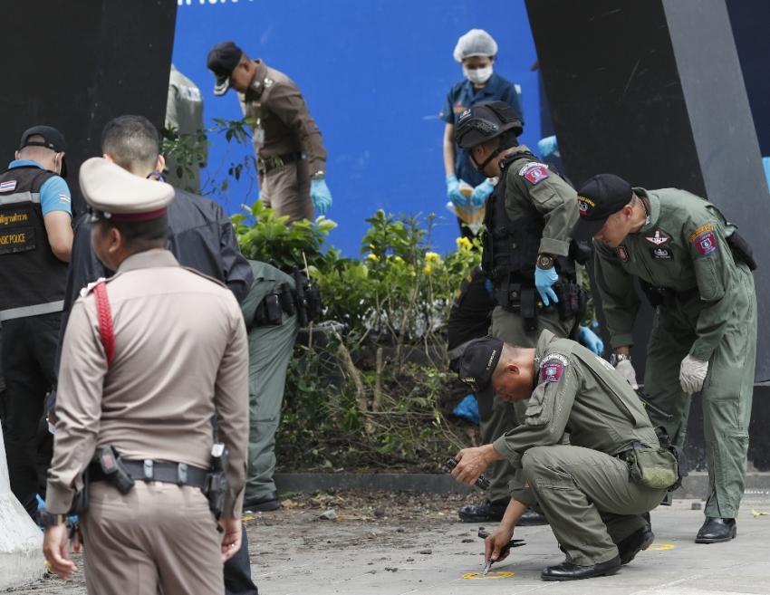Bangkok'da art arda patlama