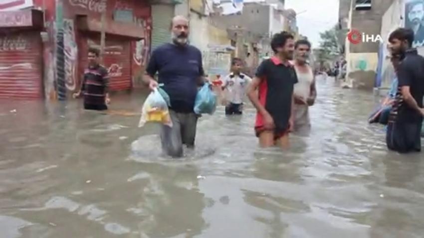 Pakistan'da elektrik akımına kapılan 12 kişi öldü