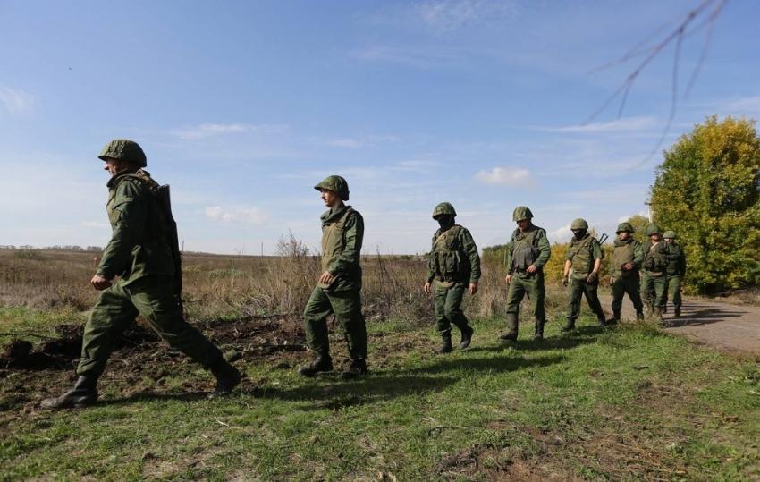 Ukrayna askeri ve Rusya yanlıları bölgeden çekilmeyi sürdürüyor