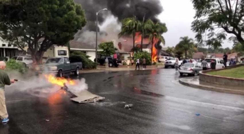 Uçak evlerin üzerine düştü: 5 ölü,2 yaralı