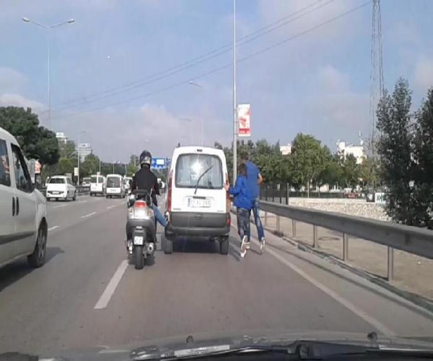 Bursa'da, kazaya davetiye çıkartan yardım