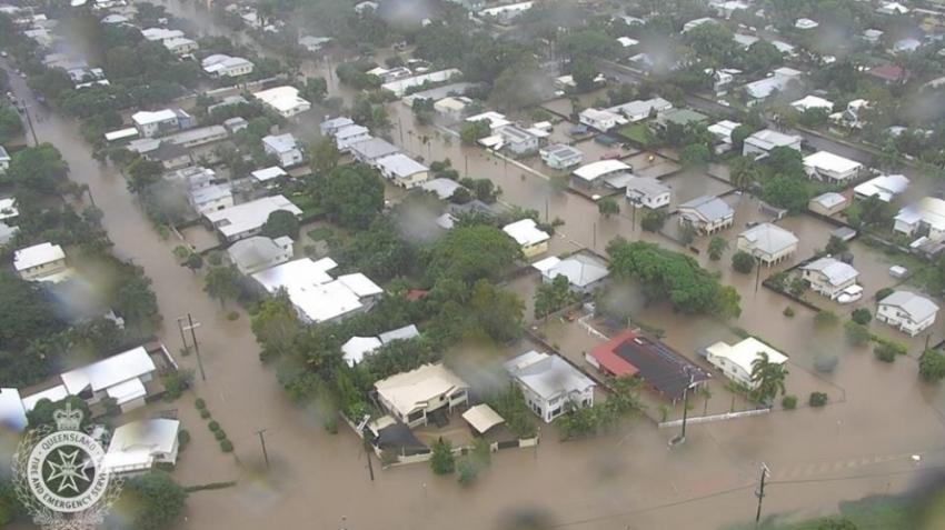 Sel hayatı felç etti: 18 bin kişi elektriksiz kaldı