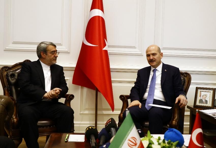 İranlı mevkidaşıyla görüştü
