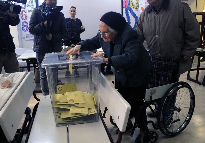 Kars'ta oylar tekrar sayılıyor