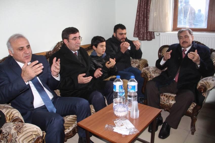 Bakan Eroğlu, kahraman şehidin ailesine taziyede bulundu