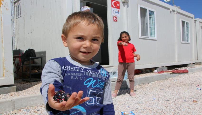 Depremzede çocukların bayram sevinci
