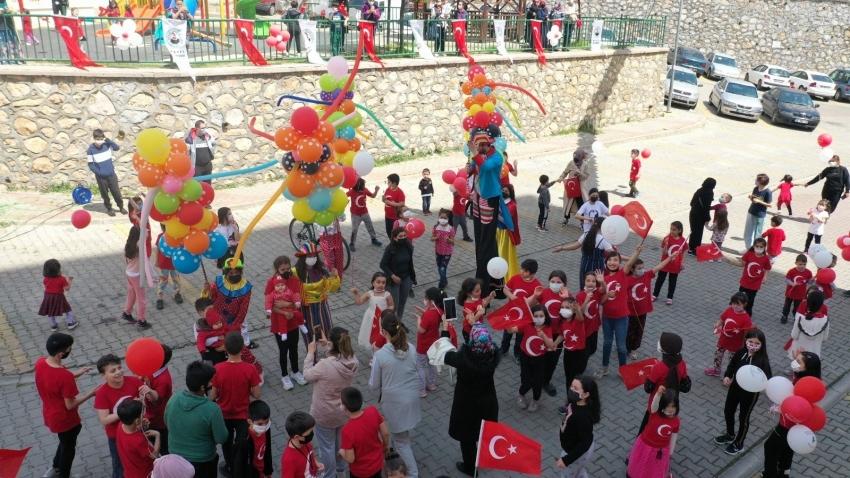 Kestel'de çocuklara 'Bayram' sürprizi