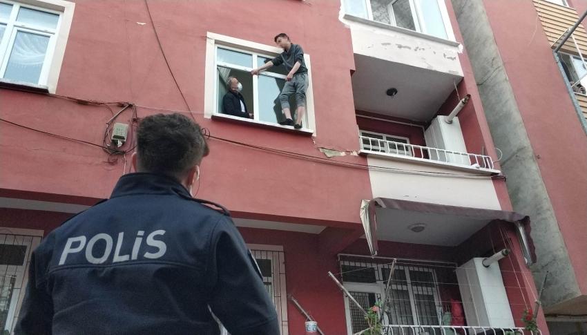 18 yaşındaki genç pencere kenarında intihara kalkıştı