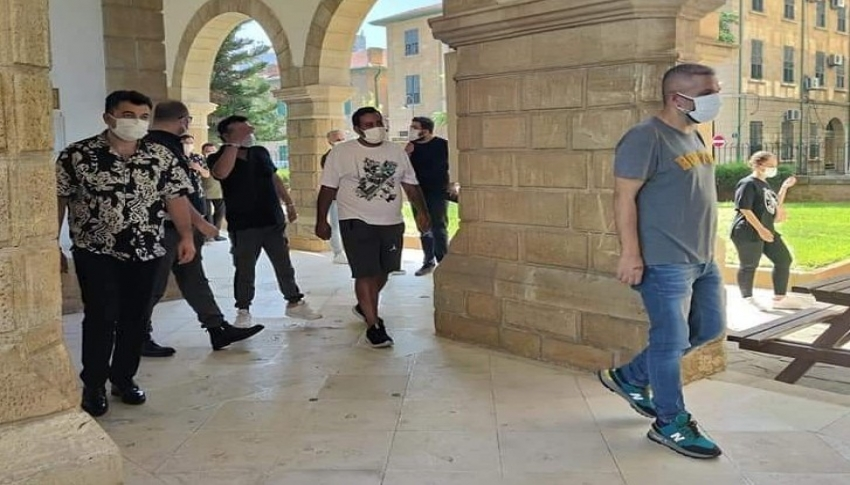 Bülent Ersoy'un ekibi sahte evrak nedeniyle KKTC'de mahkemeye çıktı