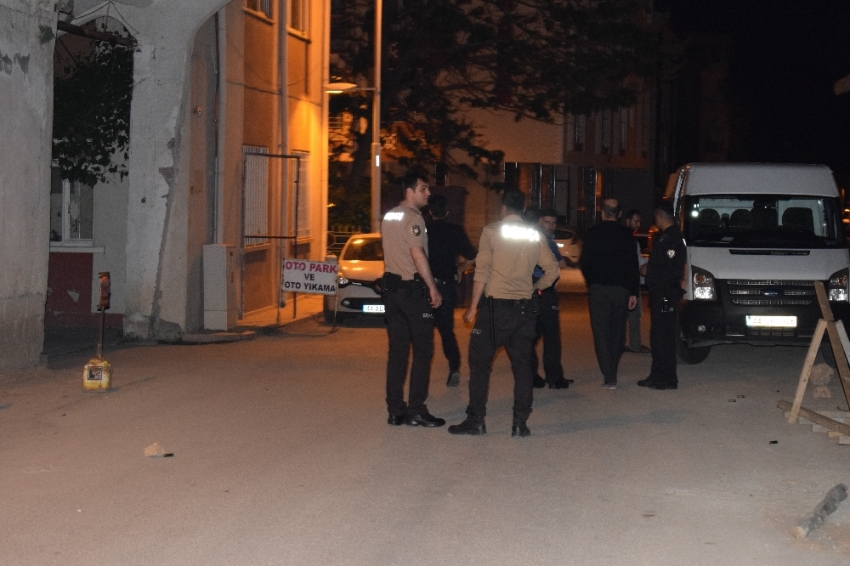Komşular arasında silahlı kavga: 3 yaralı