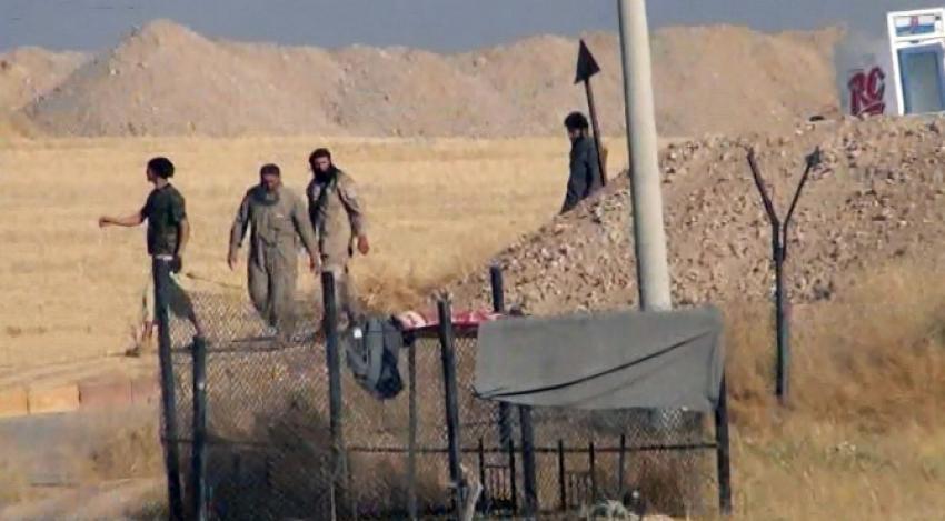 IŞİD hendek kazmaya devam ediyor