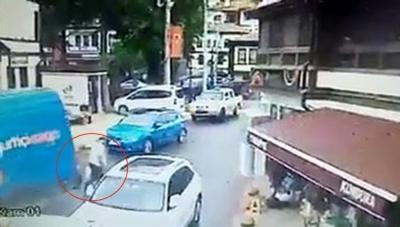 Kargo aracının altında kalan yaşlı adam hayatını kaybetti