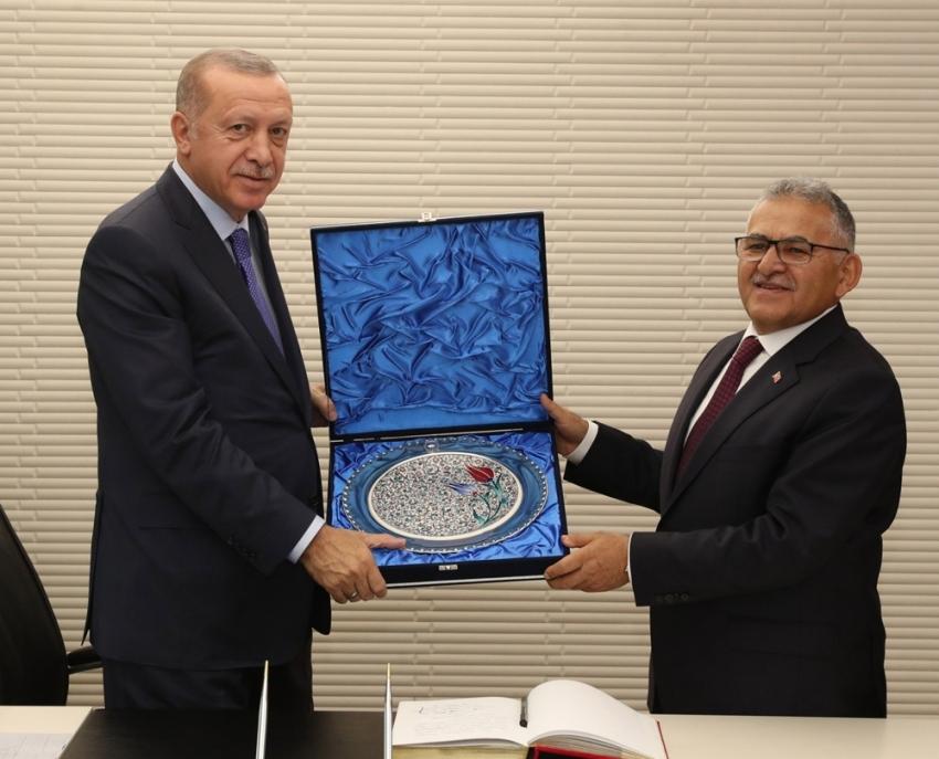 Cumhurbaşkanı Erdoğan, Büyükşehir Belediyesi'ni Ziyaret Etti