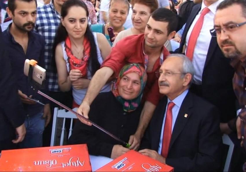 Kılıçdaroğlu selfie çektirdi