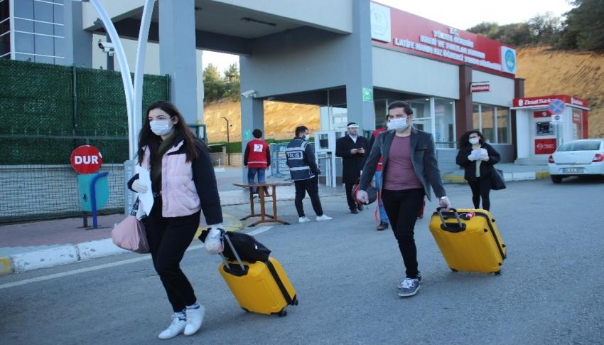 Uşak'ta karantina süreleri biten 121 kişi evlerine uğurlandı