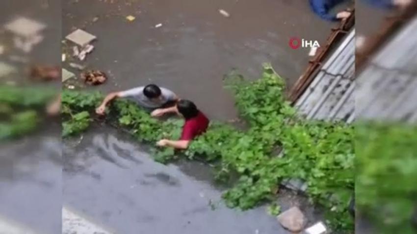 Ataşehir'de su basan evde can pazarı