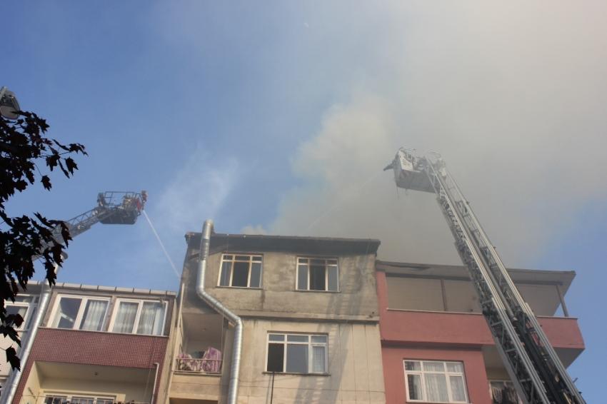 Üsküdar'da apartmanda çıkan yangın korkuttu