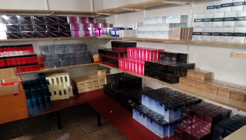 Marmaris'te 2 milyon TL'lik kaçak parfüm ele geçirildi