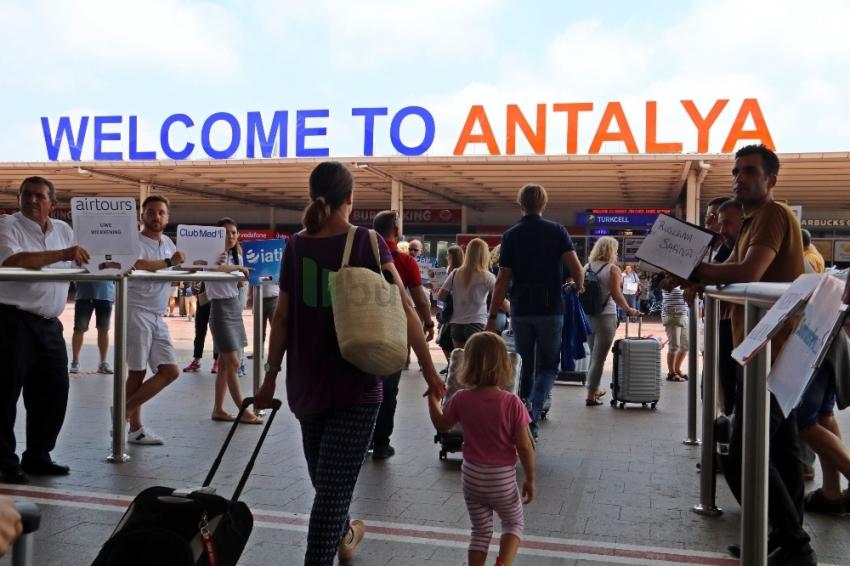 Antalya'da gökten turist yağdı: Rekor kırıldı