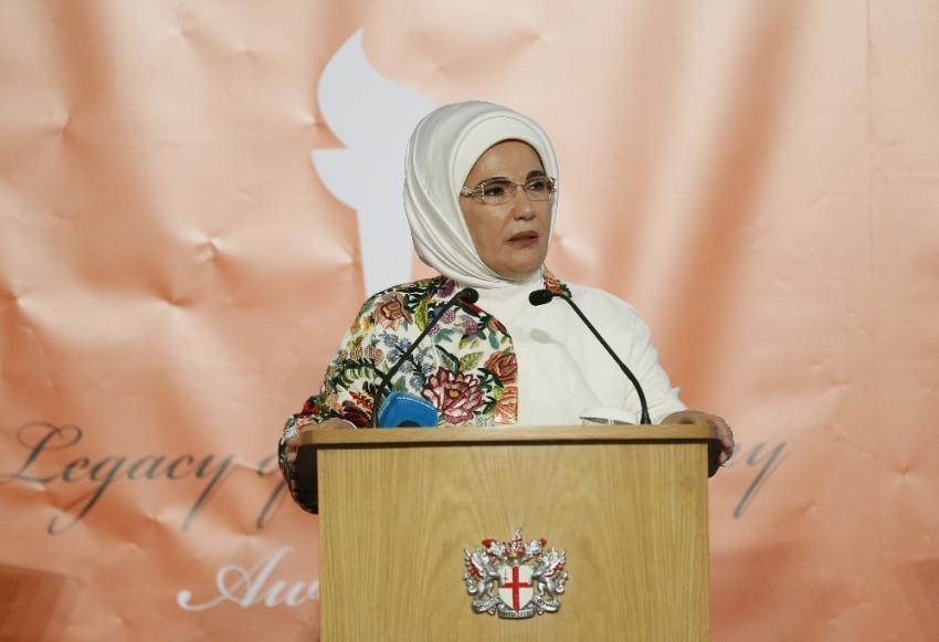 """Emine Erdoğan'a """"İnsani Hizmet Takdir Ödülü"""" verildi"""