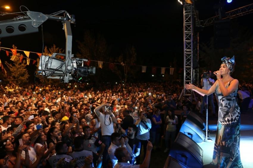 Ebru Yaşar'dan unutulmaz konser