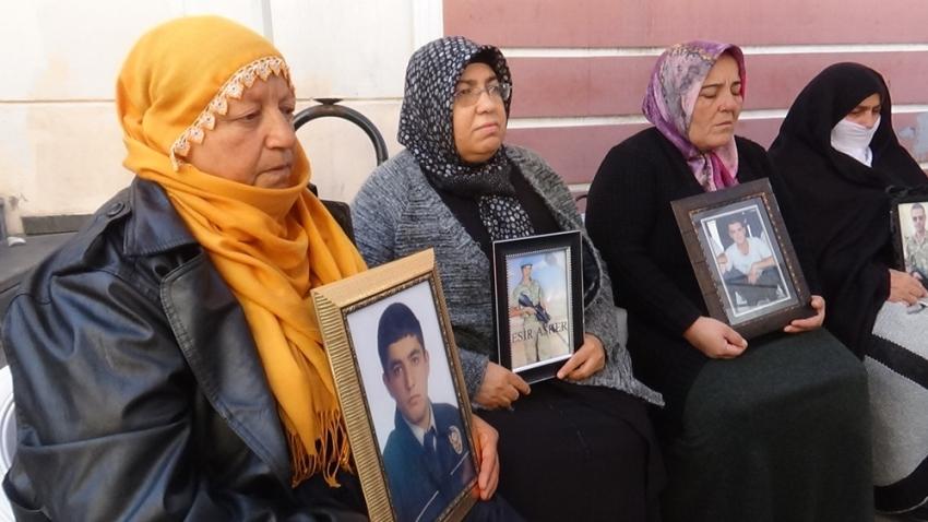 HDP önündeki ailelerin evlat nöbeti 67'nci günde
